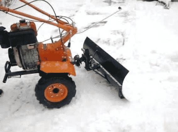 Как правильно обслуживать снегоуборщик
